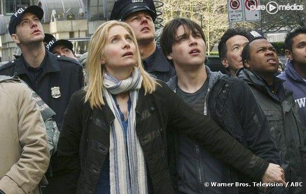 "Elizabeth Mitchell et Logan Huffman dans ""V"""