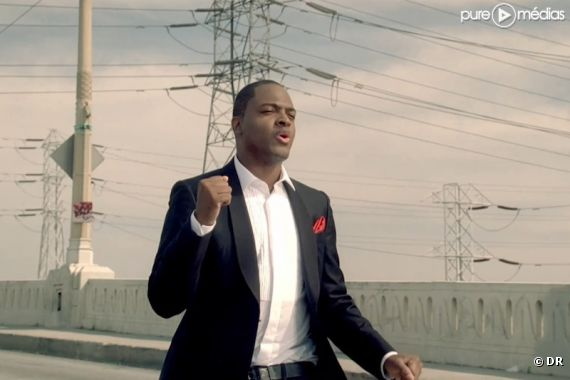 "Taio Cruz dans le clip de ""Telling the World"""
