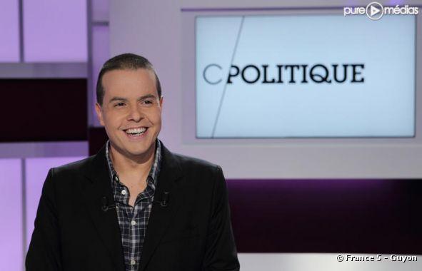 """Nicolas Demorand présente """"C Politique"""" sur France 5"""