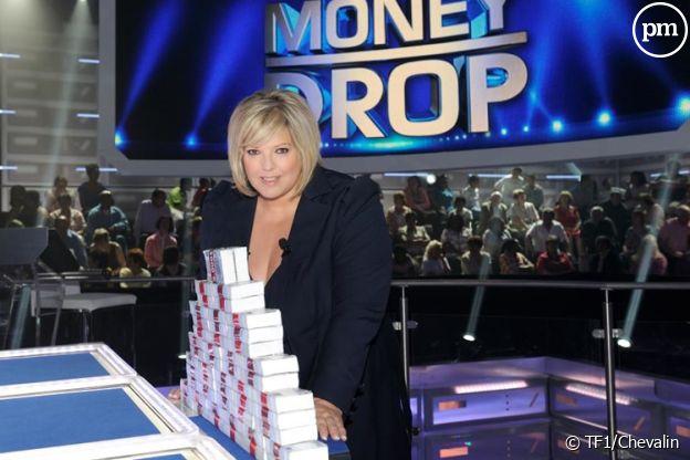 """Laurence Boccolini sur le plateau de """"Money Drop""""."""