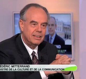 Frédéric Mitterrand, interrogé sur le plateau de 'C a...