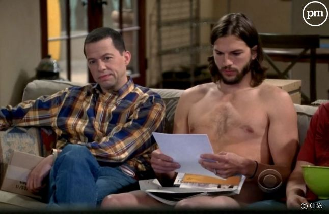 "Jon Cryer et Ashton Kutcher dans ""Mon Oncle Charlie"" saison 9"