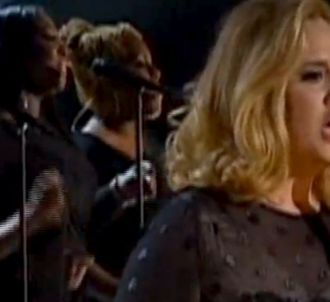 Adele chante 'Rolling in the Deep' aux Grammy Awards 2012