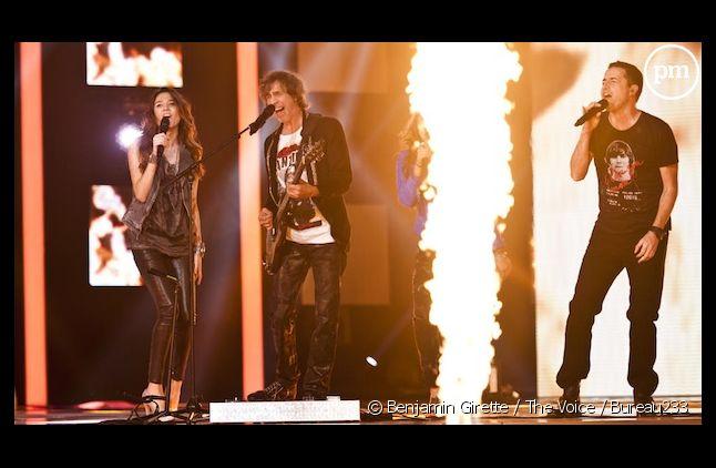 """Louise, Louis Bertignac et Philippe Tailleferd sur le plateau de """"The Voice"""" sur TF1, le 7 avril"""