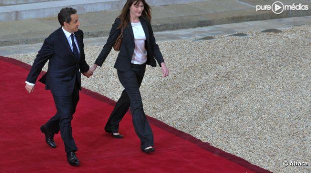 Carla Bruni-Sarkozy et l'ex-Chef de l'Etat, lors de leur départ de l'Elysée le 15 mai 2012.