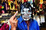 Johnny Hallyday adresse un doigt d'honneur à la presse people