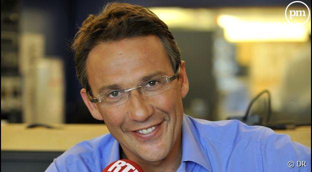 Avec 1,25 million d'auditeurs en moyenne, Julien Courbet présente sur RTL le programme de journée réalisant la meilleure audience de la FM.