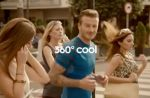 Pub : David Beckham drague pendant son footing pour Adidas