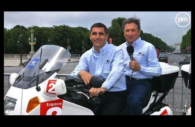 Laurent Jalabert et Michel Drucker sur une moto du Tour de France de France Télévisions