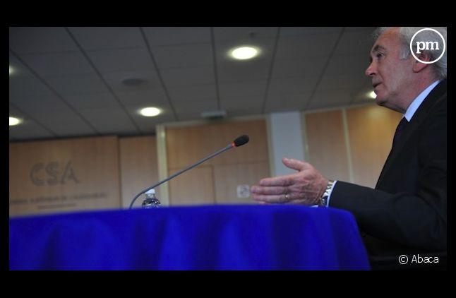 Jean-Luc Hees devant le CSA en 2009 après avoir été nommé PDG de Radio France par l'Elysée.