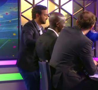 Cyril Hanouna perturbe le direct de Pascal Praud sur i-TELE.
