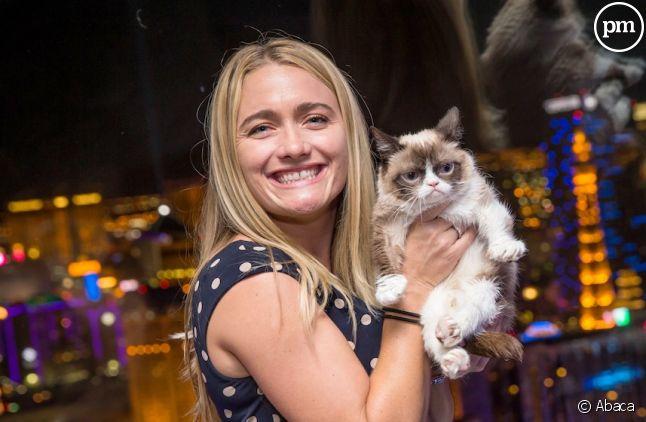 <span>Tabatha Bundesen, avec son célèbre Grumpy Cat</span>