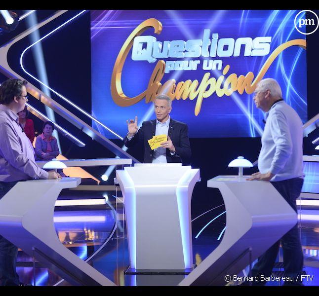 """Samuel Etienne a repris lundi les rênes de """"Questions pour un champion"""""""
