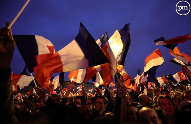 Les partisans d'Emmanuel Macron, au Louvre à Paris.
