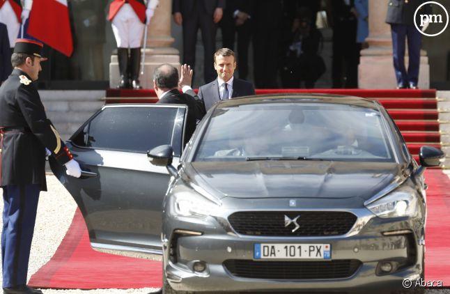 Emmanuel Macron arrive, François Hollande part.
