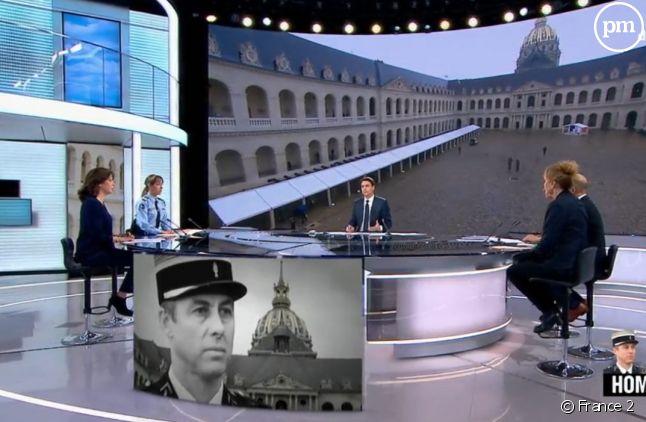 Julian Bugier sur le plateau de l'édition spéciale de France 2