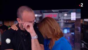 """Sophie Davant fait fondre en larmes son assistant de production dans """"C'est au programme"""""""