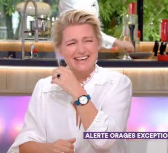 Anne-Elisabeth Lemoine prise d'un fou rire après la...