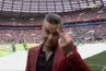 Mondial 2018 : L'étonnant doigt d'honneur de Robbie Williams en pleine cérémonie d'ouverture