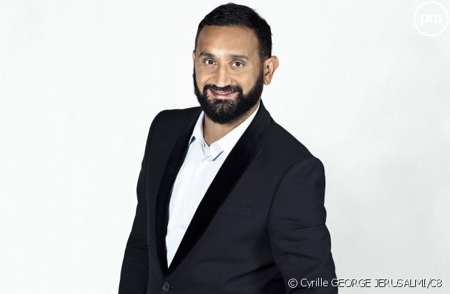 Cyril Hanouna montre les crocs: