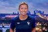 """Face à France/Belgique sur TF1, Anne-Sophie Lapix arbore le maillot des Bleus au """"20 Heures"""" de France 2"""