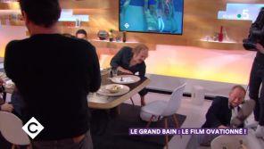 """""""C à vous"""" : Benoît Poelvoorde chute après avoir cassé sa chaise"""