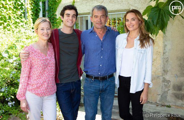 "Gabrielle Lazure, Gary Guenaire, Bertrand Farge et Mélanie Maudran dans ""Un si grand soleil"""