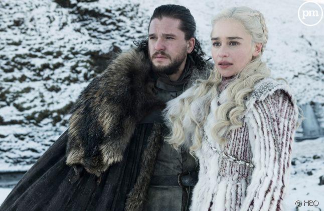 "Kit Harington et Emilia Clarke dans ""Game of Thrones"""