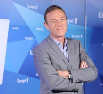 Christophe Hondelatte présente 'Hondelatte raconte'...