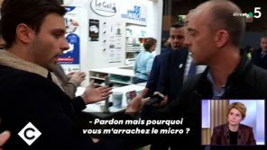 """Agacé par une question, le ministre de l'Agriculture arrache le micro d'un journaliste de """"C à vous"""""""