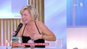 """""""C à vous"""" : Anne-Elisabeth Lemoine perd un pari et termine en maillot de bain"""