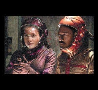 Rosario Dawson et Eddie Murphy dans 'Pluto Nash'.