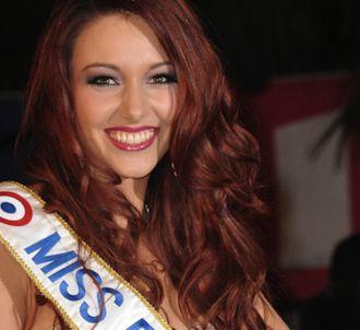 Miss France 2012, Delphine Wespiser, sur le tapis rouge...