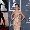 Taylor Swift sur le tapis rouge des Grammy Awards 2012