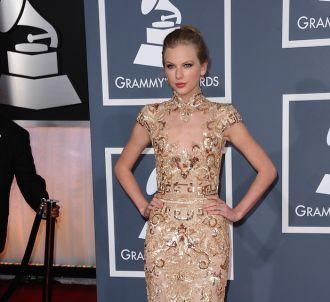 Taylor Swift sur le tapis rouge des Grammy Awards 2012