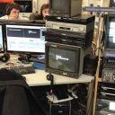 Les salles de montage sont dans la rédaction. Quelques minutes avant l'antenne, les derniers magnétos sont envoyés en régie pour être diffusés à l'antenne.