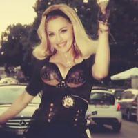 Clip : Madonna se balade en voiture avec de jeunes gens pour