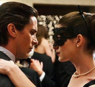 <p>Christian Bale et Anne Hathaway dans une scène du film...