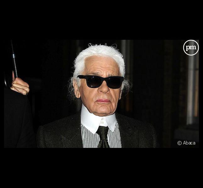 Karl Lagerfeld taille un costard à François Hollande