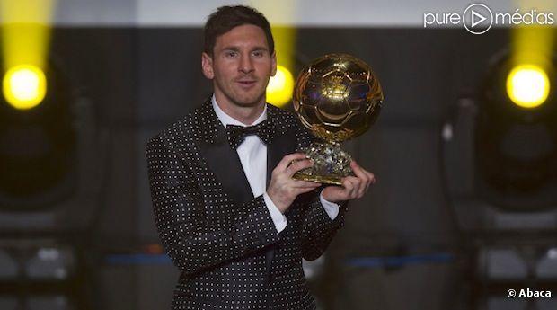 Le très discuté costume à pois Dolce & Gabbana de Lionel Messi.