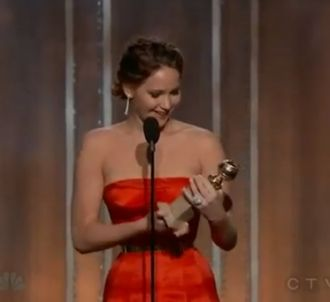 Jennifer Lawrence remporte le Golden Globe 2013 de la...