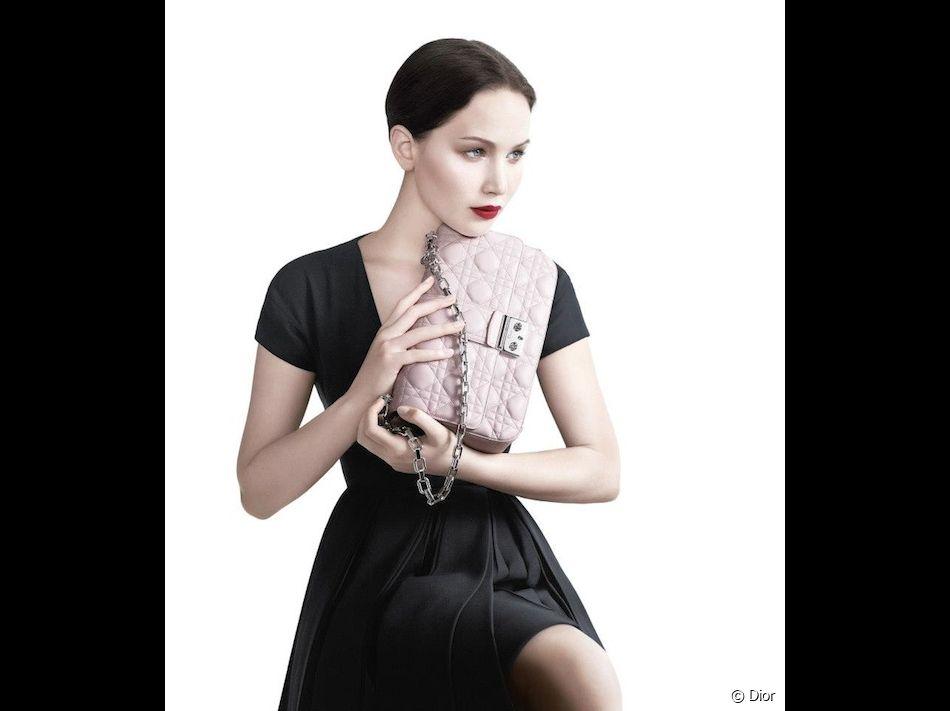 Jennifer Lawrence et son sac Miss Dior.