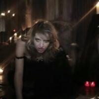 Clip : Amandine Bourgeois en femme fatale pour l'Eurovision avec