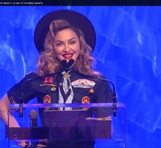 Madonna remet un prix contre l'homophobie déguisée en...