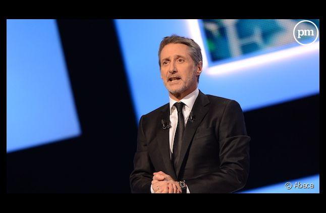 """Antoine de Caunes remplacera Michel Denisot aux commandes du """"Grand Journal""""."""