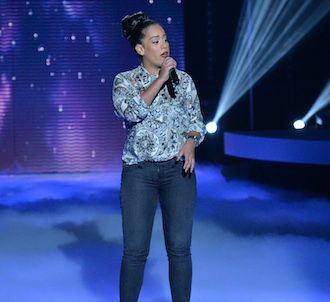 Amel Bent chante 'Hallelujah' dans 'Nouvelle Star fête...