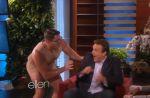 Ellen DeGeneres effraie Jason Segel avec un homme nu !