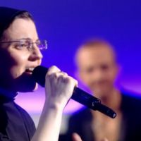Soeur Cristina (The Voice Italie) reprend...