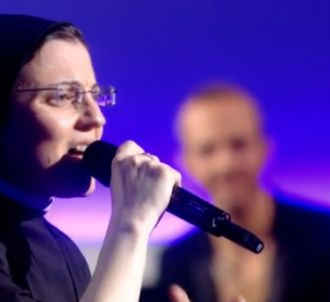 Soeur Cristina chante 'Like a Virgin' dans le 'Grand...