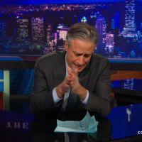 Jon Stewart et Conan O'Brien : Les late shows américains rendent hommage à